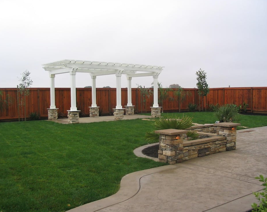 An image of flagstone patio in Fullerton.