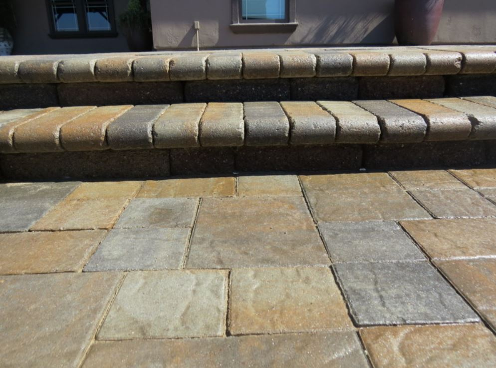 A picture of stamped concrete contractor in Fullerton.