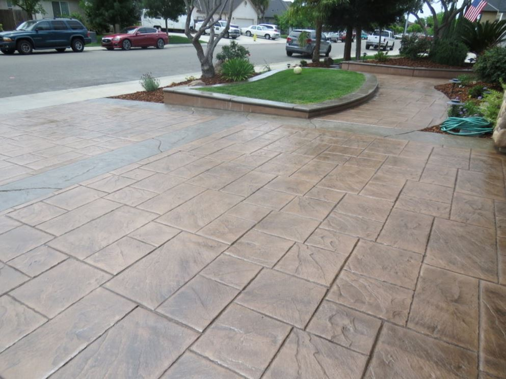 A picture of concrete driveway in Fullerton.